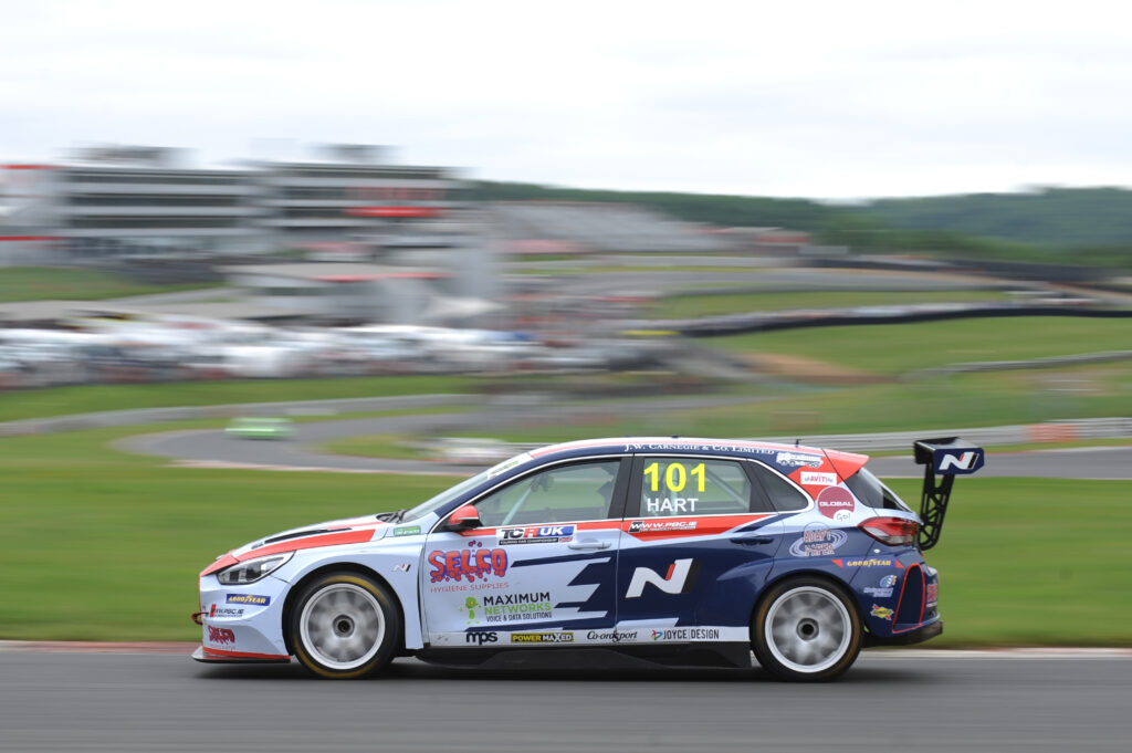Lewis Kent completes successful TCR UK title defence after dramatic season finale